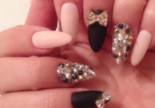 Photos) Trend: Crazy, Blinged Out Nails! |